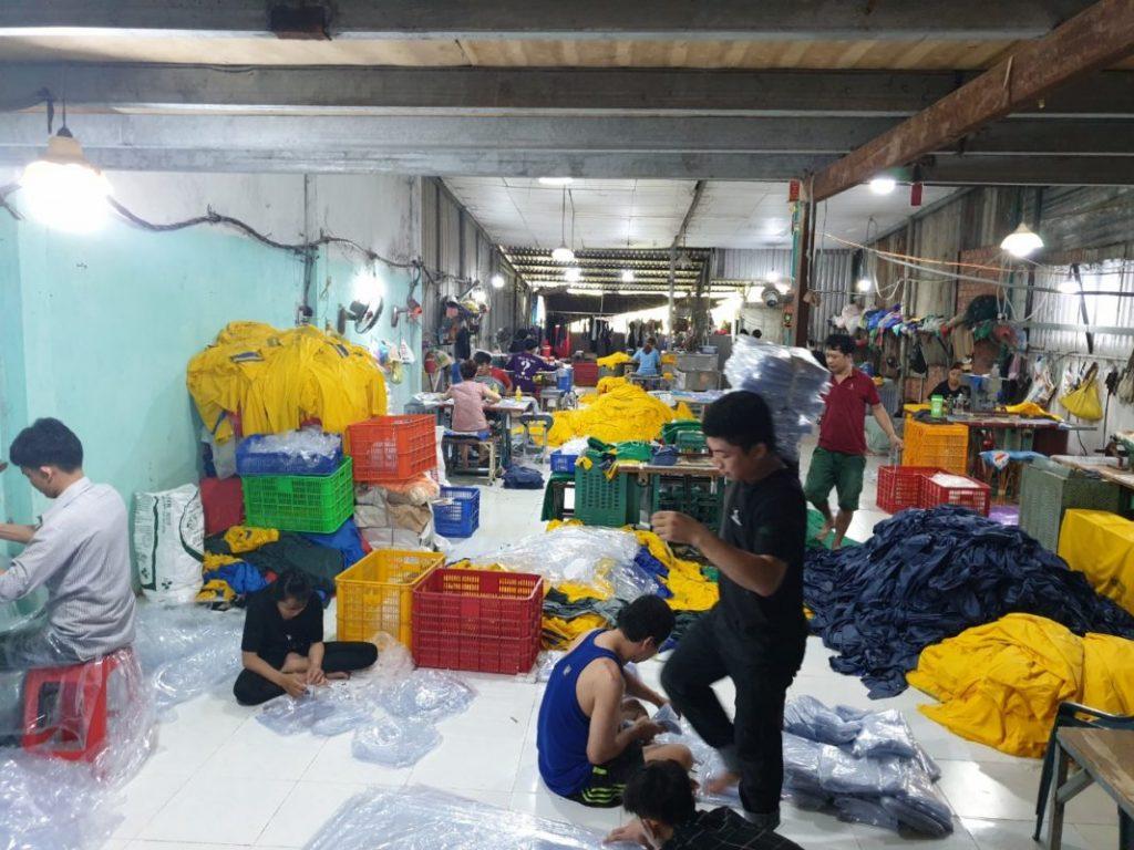 Cơ sở sản xuất áo mưa số lượng lớn
